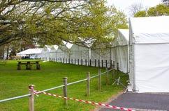 Le tende foranee che sono erette come parte in preparazione della manifestazione della primavera di Belfast dell'annuale prima de Immagini Stock