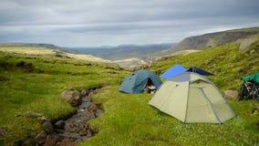 Le tende sta nel campeggio video d archivio