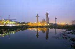 Le Tengku Ampuan Jemaah Mosque, pendant le lever de soleil Image libre de droits