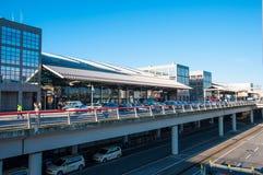 Le terminal à l'aéroport de Hambourg Images stock