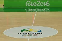 Le terrain de basket dans l'arène 1 de Carioca pendant Rio 2016 Jeux Olympiques Photos libres de droits