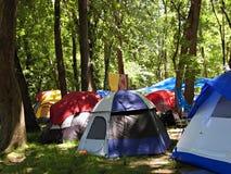 Le terrain de camping du touriste dans la forêt Photos libres de droits