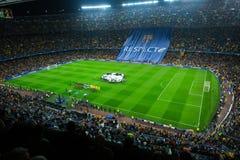 Le terrain de football et l'assistance au stade Nou campent, Barcelone Images libres de droits