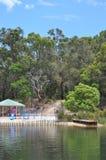Le terrain de jeu des enfants colorés près d'un lac dans le pays Photos libres de droits