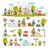 Le terrain de jeu des enfants dessiné dans un style plat Photo libre de droits