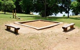 Le terrain de jeu et le bac à sable des enfants Photo stock