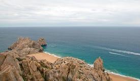 Le terre concludono e divorziano la spiaggia come visto dalla cima del Mt Solmar in Cabo San Lucas Baja Mexico immagine stock libera da diritti