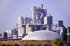 Le territoire d'une usine de ciment Kamenets-podolsky l'ukraine images libres de droits