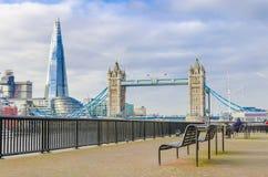 Le tesson et le pont de tour Photo stock