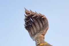 Le teste di re del naga sputa l'acqua a Nakhon Phanom thailand Immagine Stock