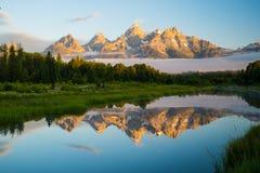 Le Tetons grand se reflètent au lever de soleil à l'atterrissage du ` s de Schwabacher Photographie stock