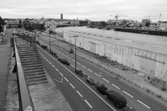 Le tettoie sono state costruite sull'orlo del fiume la Loira a Nantes (Francia) Immagine Stock Libera da Diritti