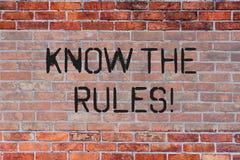 Le texte d'écriture connaissent les règles La signification de concept comprennent que les termes et conditions générales obtienn photos libres de droits