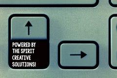 Le texte d'écriture de Word a actionné par les solutions créatives d'esprit Concept d'affaires pour de nouvelles idées puissantes images stock