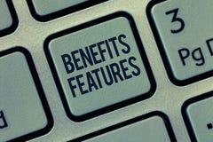 Le texte d'écriture de Word bénéficie des caractéristiques Le concept d'affaires pour faire un produit se tiennent de la valeur d image libre de droits
