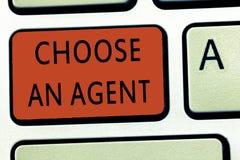 Le texte d'écriture de Word choisissent un agent Concept d'affaires pour Choose quelqu'un qui choisit des décisions au nom de vou image libre de droits