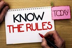 Le texte d'écriture de Word connaissent les règles Le concept d'affaires pour se rende compte des procédures de protocoles de règ Images stock