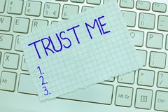 Le texte d'écriture de Word me font confiance Le concept d'affaires pour Believe ont la foi dans l'autre aide de démonstration de image stock
