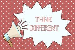 Le texte d'écriture de Word pensent différent Le concept d'affaires pour soit unique avec votre vent de pensées ou d'attitude de  illustration libre de droits