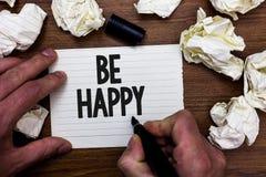 Le texte d'écriture de Word soit heureux Le concept d'affaires pour vivent chaque moment comme dernier amour votre noteb de marqu photographie stock libre de droits