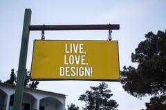 Le texte d'écriture de Word vivant, amour, conçoivent l'appel de motivation Le concept d'affaires pour la tendresse Exist créent  Photographie stock libre de droits