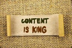 Le texte d'écriture montrant le contenu est roi Gestion de présentation de l'information de marketing en ligne de photo d'affaire Image libre de droits