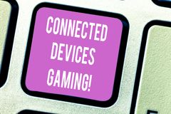 Le texte d'écriture a relié le jeu de dispositifs Le concept signifiant des dispositifs fonctionnent interactivement et de façon  photo libre de droits
