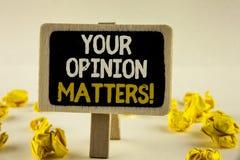Le texte d'écriture votre avis importe appel de motivation Les commentaires de rétroaction de client de signification de concept  images libres de droits