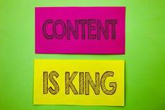 Le texte d'annonce d'écriture montrant le contenu est roi Gestion conceptuelle de l'information de marketing en ligne de photo av Photo stock