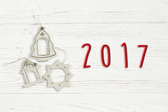 le texte de 2017 signes sur le vintage simple de Noël joue sur le blanc élégant Images libres de droits