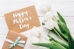 Le texte heureux de jour de mères se connectent le métier élégant actuel avec le greeti Photographie stock libre de droits