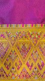 Le textile en soie thaïlandais traditionnel coloré Handcraft la texture images stock