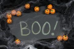 Le thème de Halloween encadrant le mot huent ! Photo libre de droits