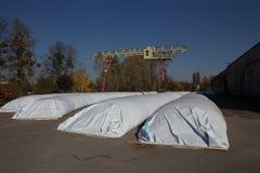 Le thème est industrie et agraire La récolte de grain est stockée dans de grands, étanches à l'humidité, scellés sacs blancs en p image stock