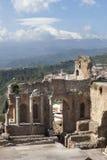 Le théâtre antique de Taormina et d'Etna Volcano Paysage Image stock