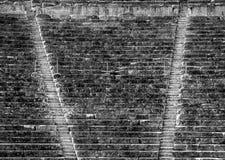 Le théâtre antique Epidaurus, Argolida, Grèce font face à la vue sur des rangées dans B&W Photographie stock libre de droits