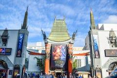 Le théâtre chinois de Grauman de vue de Hollywood Boulevard sur Hollywood Boulevard Image stock