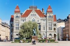 Le théâtre national et le kivi finlandais d'Alexandre sculptent le 22 juin 2013 Image stock