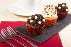 Le thé durcit? les biscuits doux et ronds roulés en sucre en poudre Photos stock