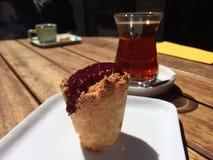 Le thé eooden dessus la table Image libre de droits