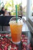 Le thé froid de citron pour réduit l'eau de soif photos stock