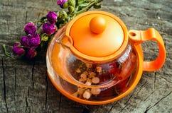 Le thé, s'est levé, des groseilles, théière Images libres de droits