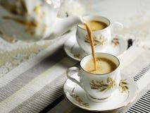 Le thé se renversent images stock