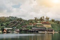 Le thailandais de Rak d'interdiction, village dans la brume, un règlement chinois en Mae Hong Son, Thaïlande images stock