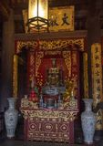 Le Thanh Tong ołtarz, górne piętro tylni budynek, kwinta Couryard, świątynia literatura, Hanoi, Wietnam zdjęcia stock