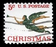 Le timbre de Noël imprimé aux Etats-Unis montre l'ange avec le klaxon Photographie stock