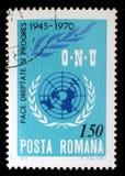 Le timbre de Roumanie montre l'image commémorant le 25ème anniversaire des Nations Unies Images libres de droits