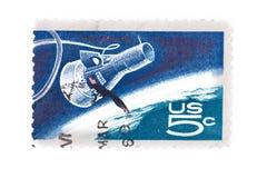 Le timbre des Etats-Unis A imprimé montre la capsule et le globe de l'amitié 7, pro Photo libre de droits