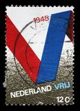 Le timbre imprimé aux Pays-Bas publiés pour le 25ème anniversaire de la libération montre le symbole de V Images stock