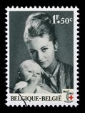 Le timbre imprimé en Belgique est consacré au 100th anniversaire de la Croix-Rouge internationale Photo stock